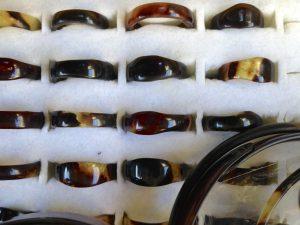 El carey se puede confundir con cacho o coco, porque puede venir en muchos colores y formas.