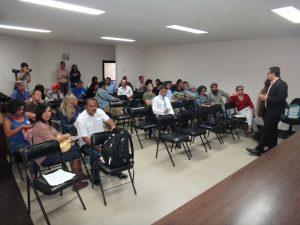 Vice Ministro del Mar Fernando Mora habla a los participantes en la reunión