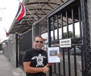 Randall Arauz delivers 15,002 signatures supporting silky shark protection to Costa Rica's President